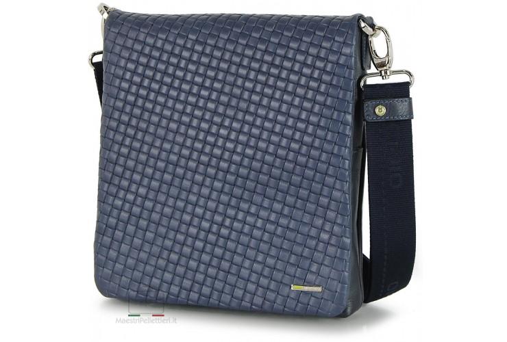 Borsello in pelle con patta intrecciata versus Blu porta-tablet 10''
