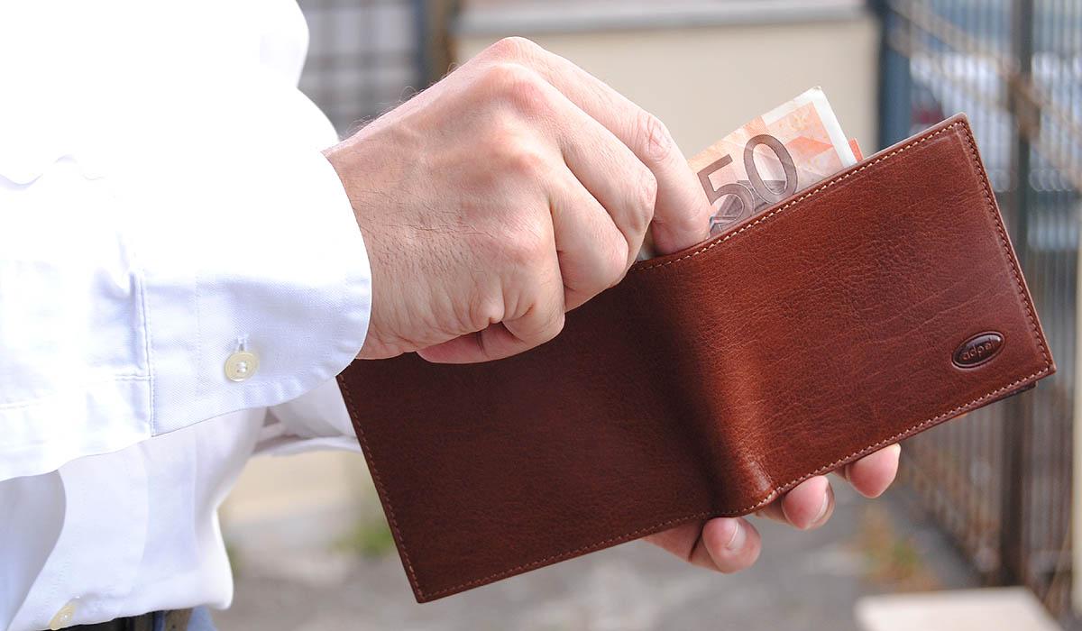 portafoglio uomo in cuoio