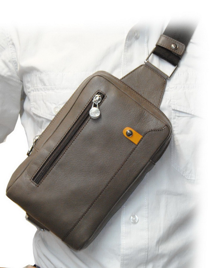 Cross sling bag in leather with bum bag functionality